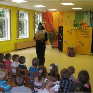 1. septembrī bērnus sagaida skolotāju sagatavotā teātra izrāde
